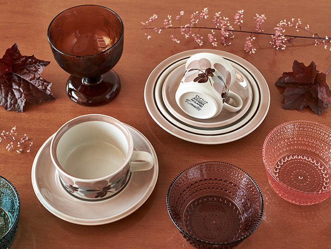 Arabia Koralli & Iittala Kastehelmi setting in beautiful colours of the autumn