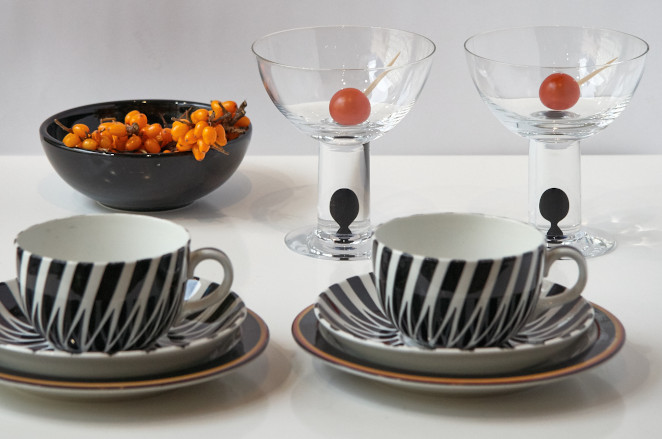 Arabia Toini has a dramatic repeating zebra stripe decoration that stands out from all its contemporaries from 1950's